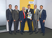 Thomas Pilz presents the Pilz Award 2016 to Claus Guglhör, shareholder ept GmbH