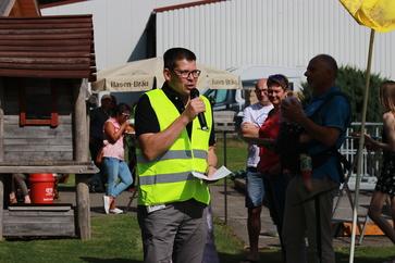 Thomas Guglhör am Mikrofon