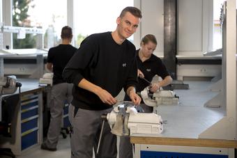 ept Ausbildung Werkzeugmechaniker Gewindeschneiden2
